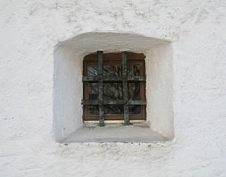 白色墙壁木窗户图片