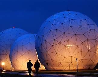 充满科技感的圆球形建筑图片